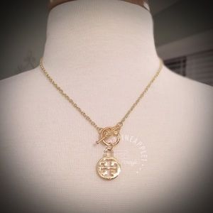 ✅🆕 TORY BURCH LOGO CHARM GOLD TOGGLE NECKLACE